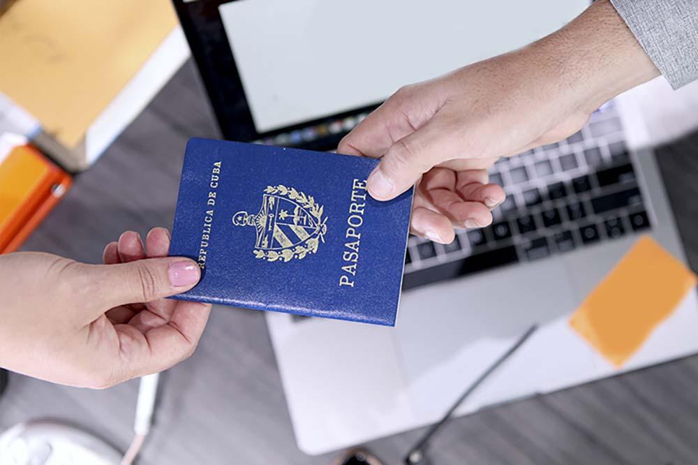 Pasaporte cubano por primera vez